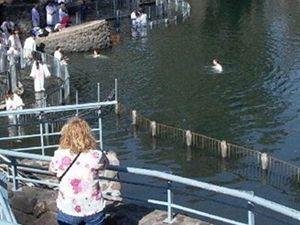 Tady byl pokřtěn Ježíš...